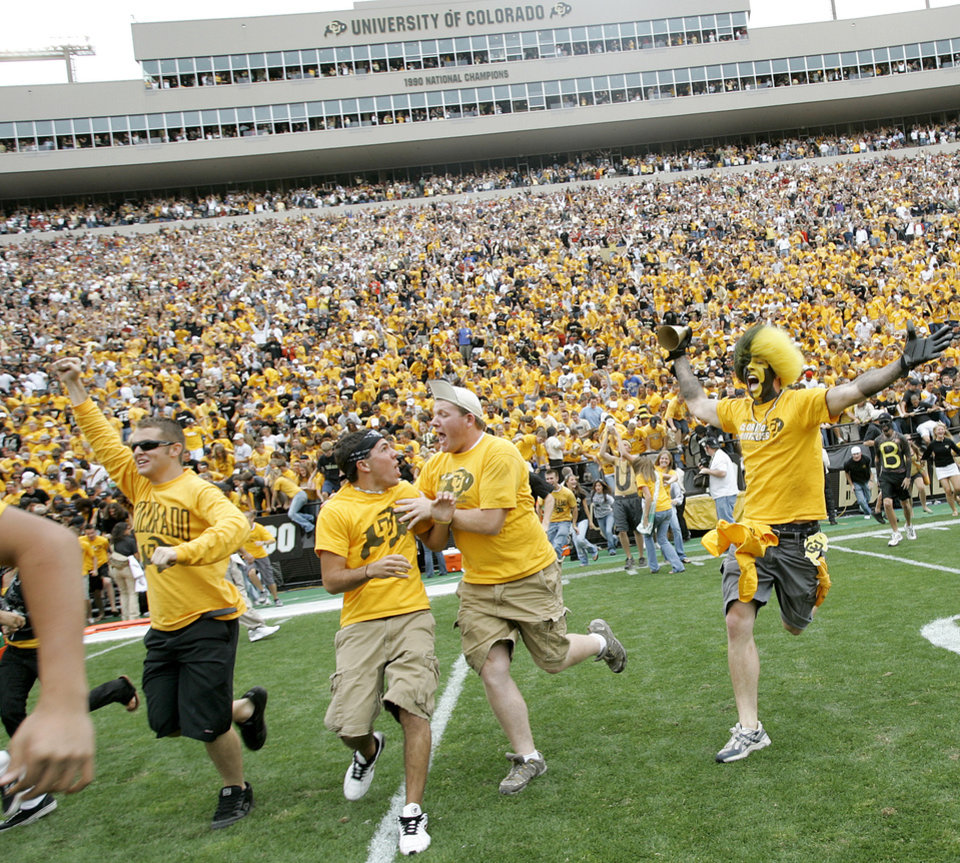 Photo - Colorado fans rush the field after OU's loss during the college football game between the University of Oklahoma Sooners (OU) and the University of Colorado Buffaloes (CU) at Folsom Field on Saturday, Sept. 28, 2007, in Boulder, Co.  By Bryan Terry, The Oklahoman