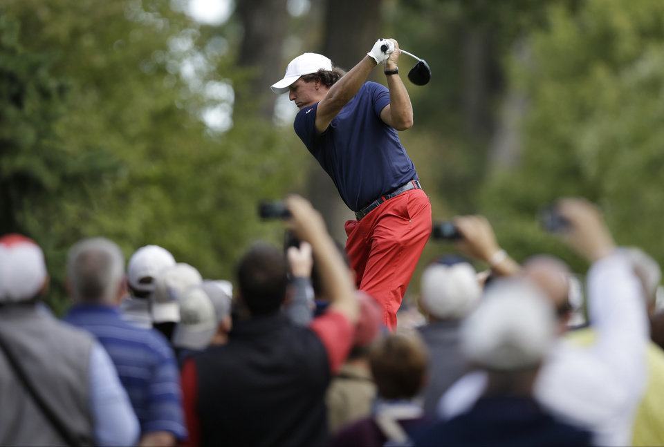 Photo -   USA's Phil Mickelson hits a drive on the fourth tee during a practice round at the Ryder Cup PGA golf tournament Wednesday, Sept. 26, 2012, at the Medinah Country Club in Medinah, Ill. (AP Photo/David J. Phillip)