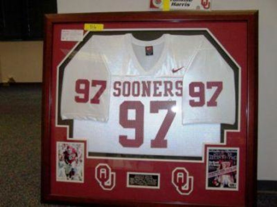 Photo - AUCTION / INTERNAL REVENUE SERVICE / OU MEMORABLIA: A framed, autographed jersey of former University of Oklahoma defensive lineman Tommie Harris will be auctioned off by the IRS on March 5. PHOTO PROVIDED BY THE IRS     ORG XMIT: 0902192207020431