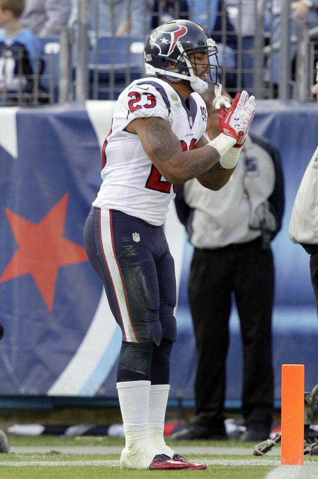Photo - Houston Texans running back Arian Foster bows to the fans after scoring a touchdown on a 2-yard run against the Tennessee Titans in the second quarter of an NFL football game on Sunday, Dec. 2, 2012, in Nashville, Tenn. (AP Photo/Wade Payne)