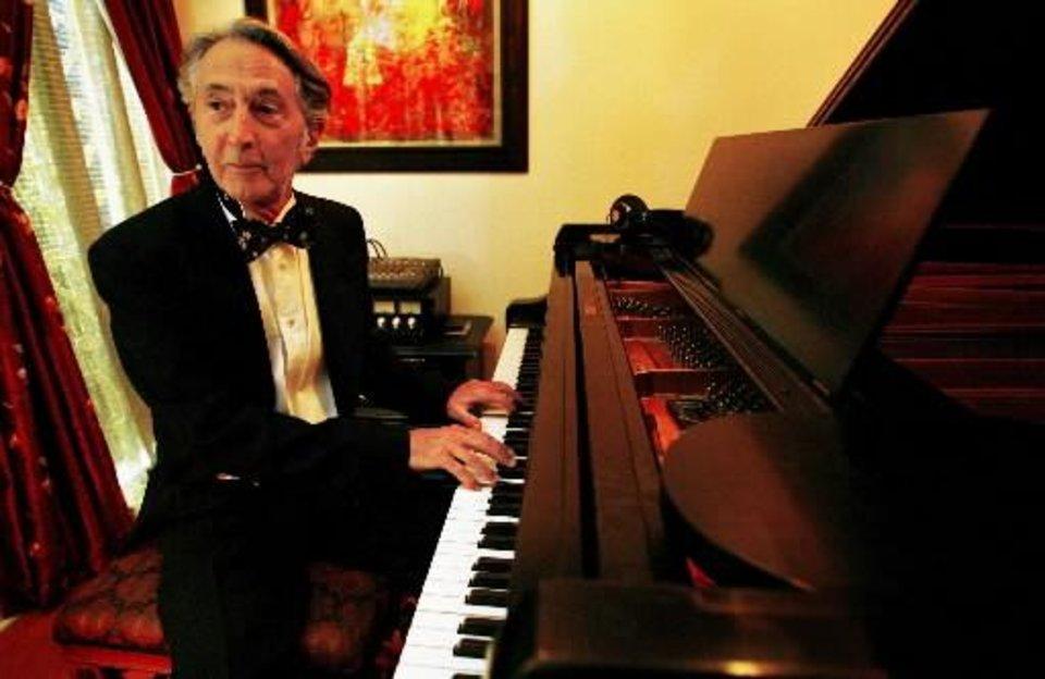 Pianist Wayne McEvilly plays his piano in his home on Wednesday, June 20, 2007 in Oklahoma City, Okla. PHOTO BY CHRIS LANDSBERGER, THE OKLAHOMAN ARCHIVES