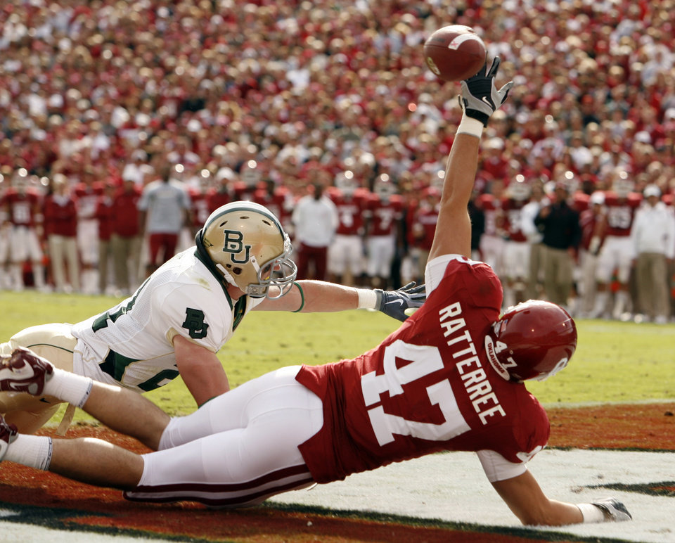 Photo - Trent Ratterree misses a pass in the end zone during the first half of the college football game between The University of Oklahoma Sooners (OU) and the Baylor Bears at the Gaylord Family-Oklahoma Memeorial Stadium on Saturday, Oct. 10, 2009, in Norman, Okla.