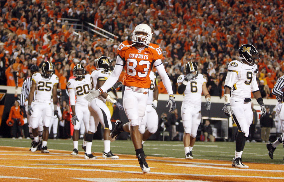 Photo - OSU's Dameron Fooks celebrates a touchdown  during the college football game between Oklahoma State University (OSU) and the University of Missouri (MU) at Boone Pickens Stadium in Stillwater, Okla. Saturday, Oct. 17, 2009.  Photo by Sarah Phipps, The Oklahoman