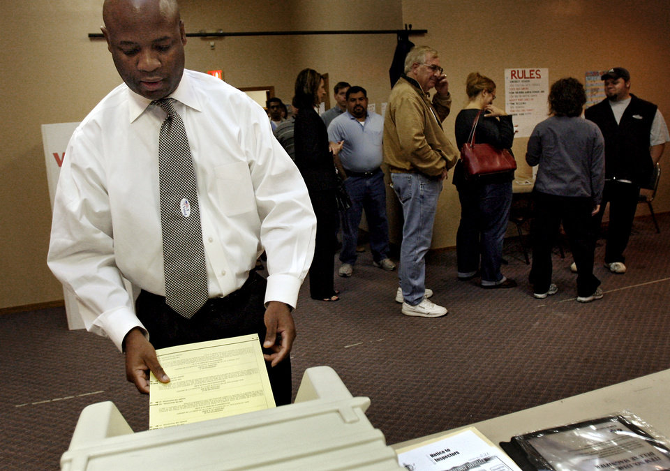 Photo - Darren Wilson cast his ballot during the Presidential election polling location at Canadian Hills Church of the Nazarene on Tuesday, Nov. 4, 2008, in Yukon, Okla.   BY CHRIS LANDSBERGER, THE OKLAHOMAN