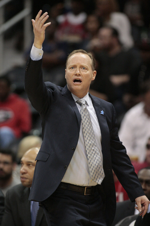 Photo - Atlanta Hawks coach Mike Budenholzer talks to players in the first half of an NBA basketball game against the Chicago Bulls on Wednesday, April 2, 2014, in Atlanta. (AP Photo/Jason Getz)