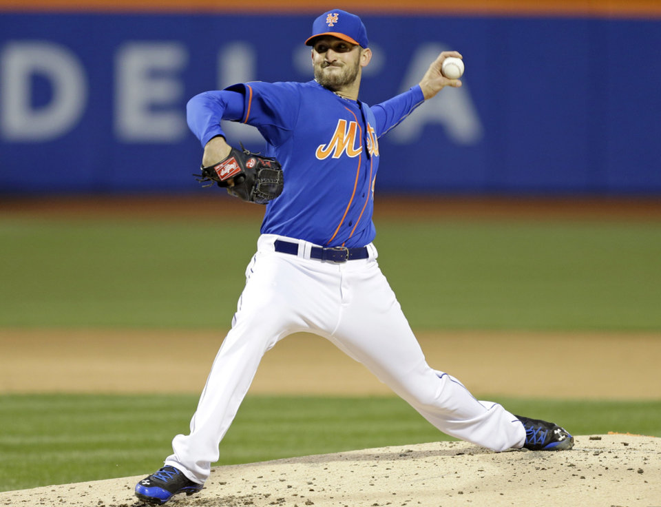 Photo - New York Mets' Jonathon Niese delivers a pitch during the second inning of a baseball game against the Atlanta Braves, Friday, April 18, 2014, in New York. (AP Photo/Frank Franklin II)