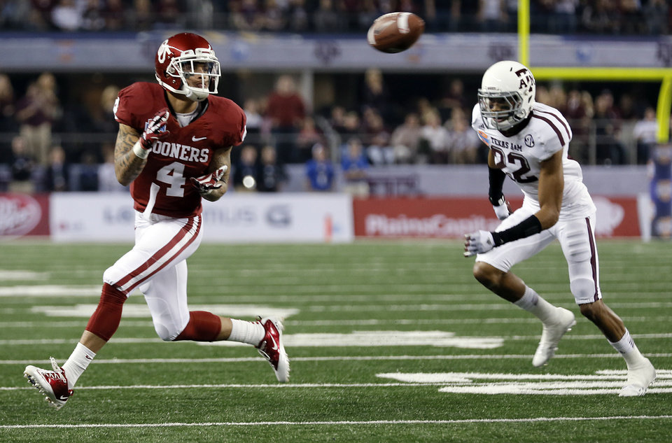 Photo - Oklahoma's Kenny Stills (4) makes a catch in front of Texas A&M's Dustin Harris (22) during the college football Cotton Bowl game between the University of Oklahoma Sooners (OU) and Texas A&M University Aggies (TXAM) at Cowboy's Stadium on Friday Jan. 4, 2013, in Arlington, Tx. Photo by Chris Landsberger, The Oklahoman