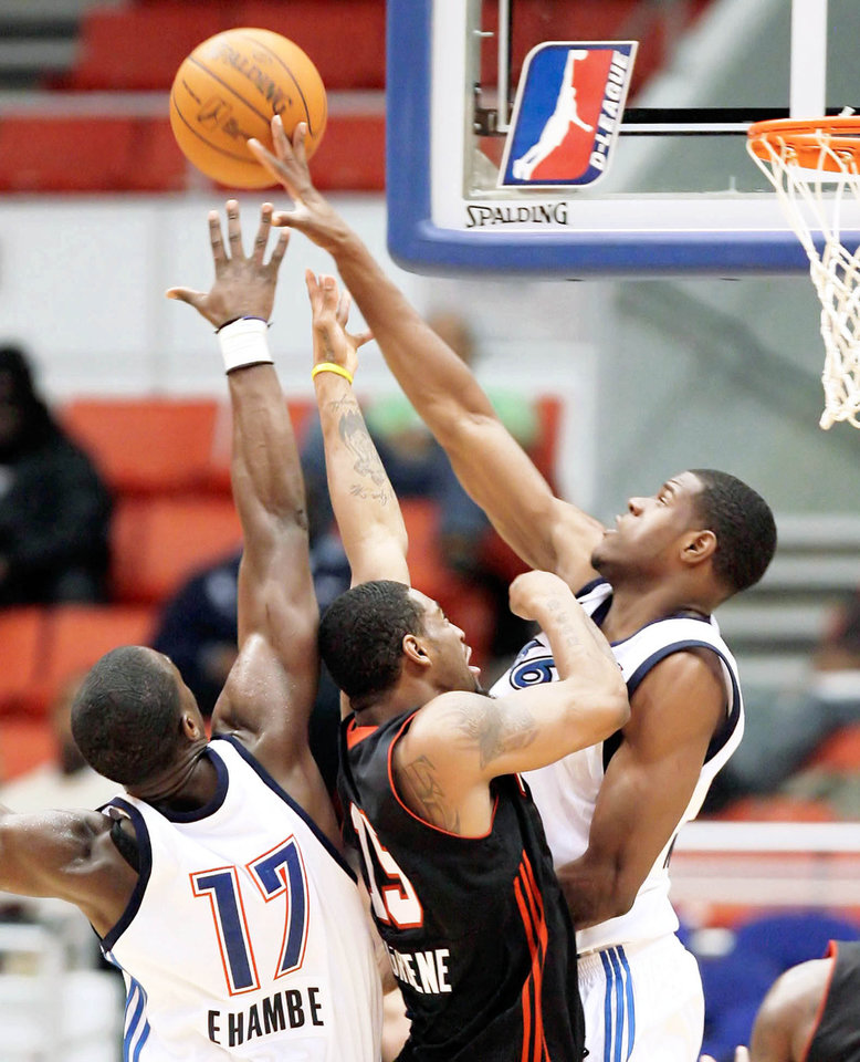 Photo - Tulsa 66ers forward Latavious Williams, right, is the first player to go straight to the NBA Development League out of high school rather than going to college or overseas.  PHOTO BY MICHAEL WYKE, TULSA WORLD