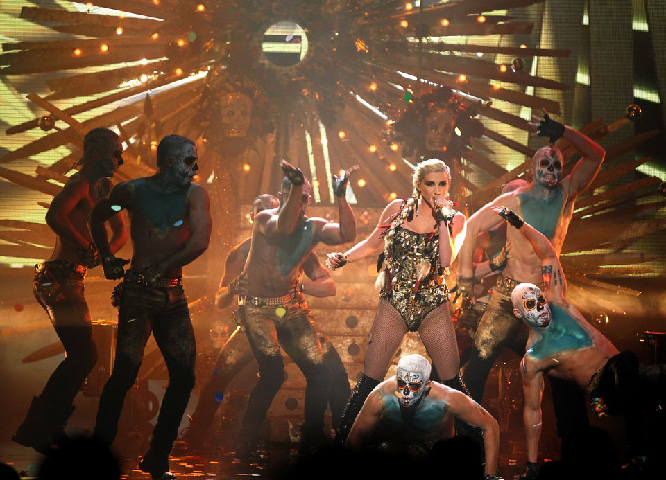 Photo -   Ke$ha performs at the 40th Annual American Music Awards on Sunday, Nov. 18, 2012, in Los Angeles. (Photo by Matt Sayles/Invision/AP)