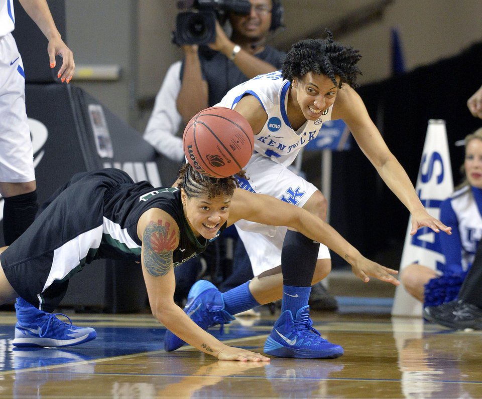 Photo - Wright State's Sarah Hunter, left, battles Kentucky's Kastine Evans for a loose ball during the first half of a first-round game in the NCAA women's college basketball tournament in Lexington, Ky., Saturday, March 22, 2014. (AP Photo/Timothy D. Easley)