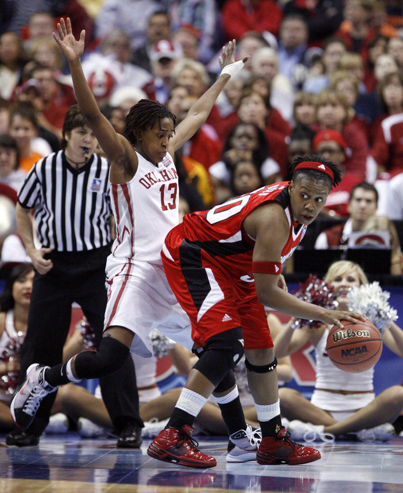 Photo - Danielle Robinson guards Deseree' Byrd in the first half as the University of Oklahoma plays Louisville at the 2009 NCAA women's basketball tournament Final Four in the Scottrade Center in Saint Louis, Missouri on Sunday, April 5, 2009. 