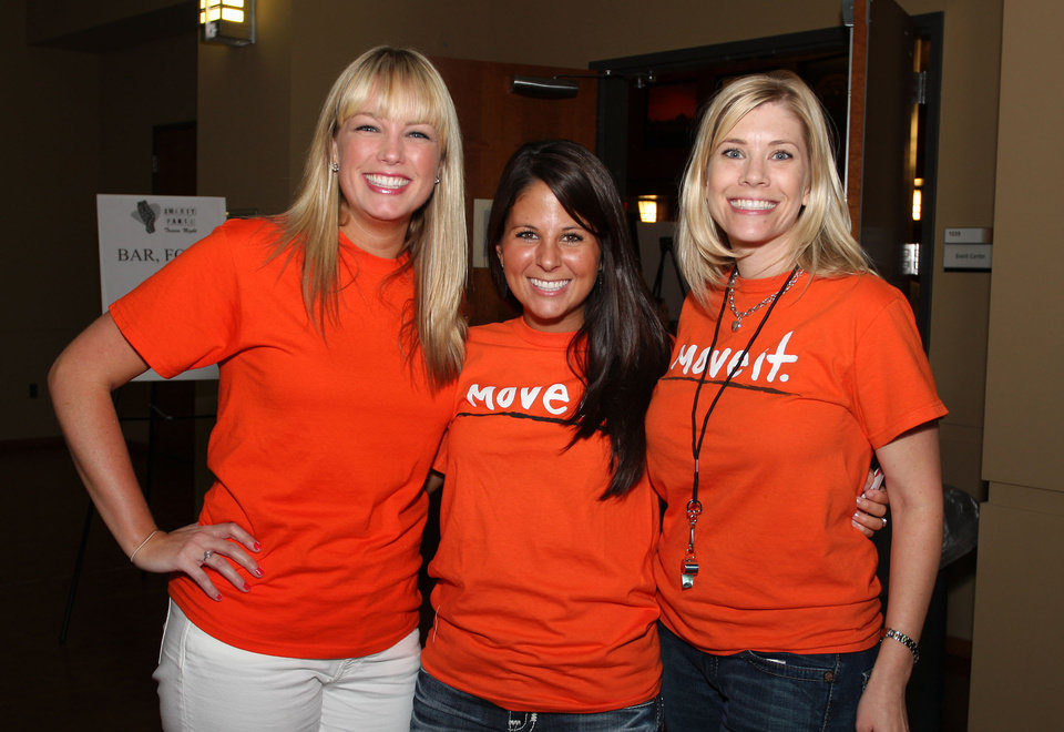 Photo -  Laura Steen, Taylor Brecher and Nichole Glover attend the National Multiple Sclerosis 5th Annual MS Smarty Pants Trivia Night.