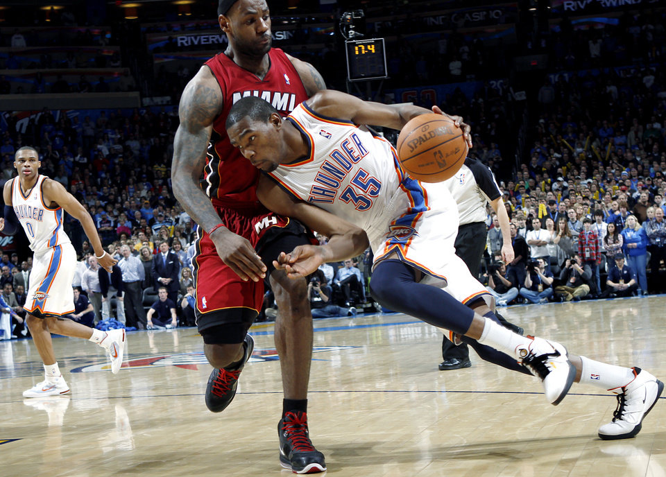 OKLAHOMA CITY THUNDER / OKLAHOMA CITY ARENA: Oklahoma City's Kevin Durant dribbles around Miami's LeBron James during their NBA basketball game at the OKC Arena in Oklahoma City on Thursday, Jan. 30, 2011. The Heat beat the Thunder 108-103. Photo by John Clanton, The Oklahoman  ORG XMIT: KOD