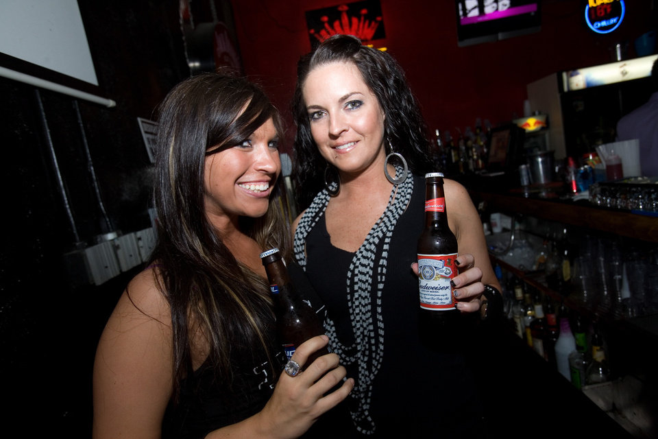 -weID- Brittany and Destinie, ROK Bar, photo by Steve Maupin