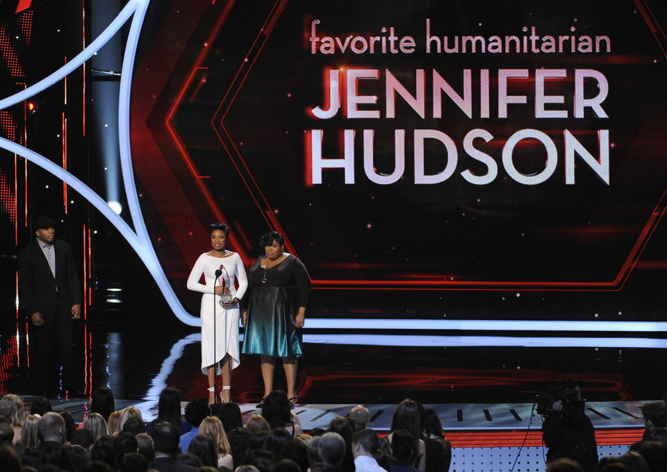 Photo - Jennifer Hudson, left, winner of the favorite humanitarian award and Julia Hudson, right, speak on stage at the 40th annual People's Choice Awards at the Nokia Theatre L.A. Live on Wednesday, Jan. 8, 2014, in Los Angeles. Looking on from left, presenter LL Cool J. (Photo by Chris Pizzello/Invision/AP)