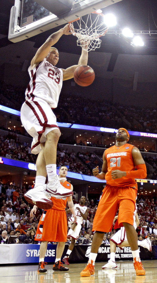 Oklahoma's Blake Griffin (23) dunks the ball over Syracuse's Arinze Onuaku (21) during the first half of the NCAA Men's Basketball Regional at the FedEx Forum on Friday, March 27, 2009, in Memphis, Tenn.