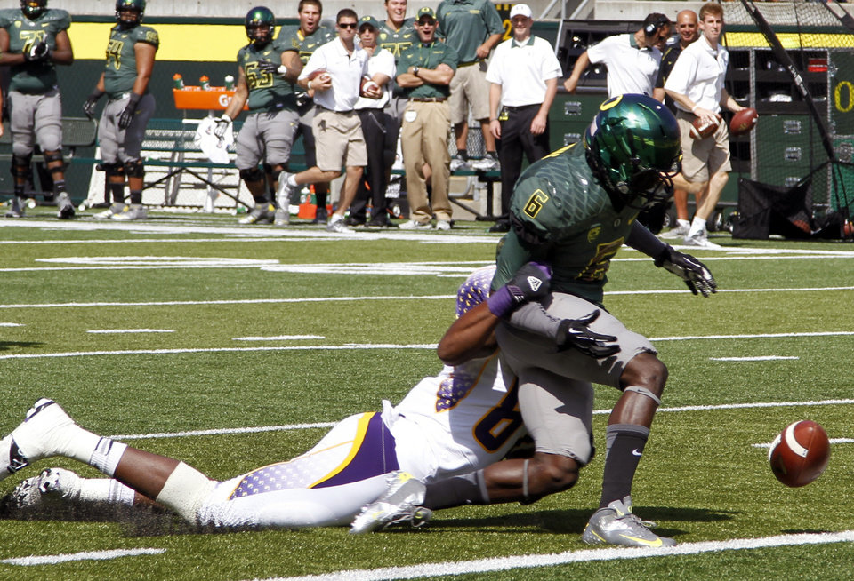 Photo -   Oregon running back De'Anthony Thomas, right, fumbles the ball short of a touchdown as Tennessee Tech defender DaJuan Brown tackles him during the first half of their NCAA college football game in Eugene, Ore., Saturday, Sept. 15, 2012. Oregon offensive lineman Jake Fisher recovered the fumble for an Oregon touchdown. (AP Photo/Don Ryan)