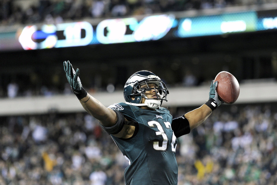 Photo - Philadelphia Eagles' Chris Polk celebrates after scoring a touchdown during the second half of an NFL football game against the Chicago Bears, Sunday, Dec. 22, 2013, in Philadelphia. (AP Photo/Michael Perez)
