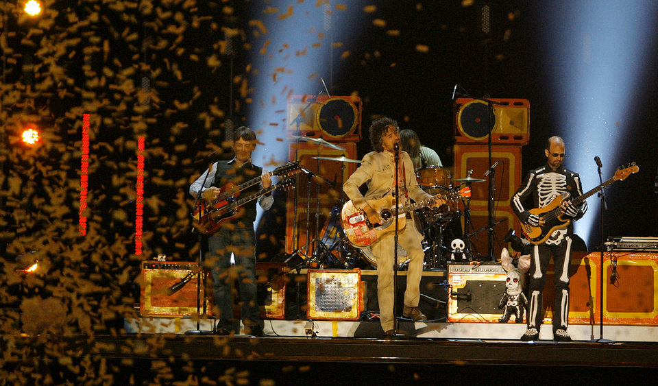 Photo - Confetti falls as the Flaming Lips perform during the Centennial Spectacular to celebrate the 100th birthday of the State of Oklahoma at the Ford Center on Friday, Nov. 16, 2007, in Oklahoma City, Okla. Photo By CHRIS LANDSBERGER, The Oklahoman