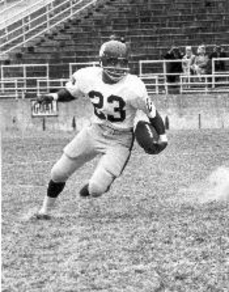 Photo - SMU running back Jerry LeVias helped break the color barrier in the Southwest Conference after making his debut with the Mustangs in 1966. HBO PHOTO    ORG XMIT: 0812112144248772