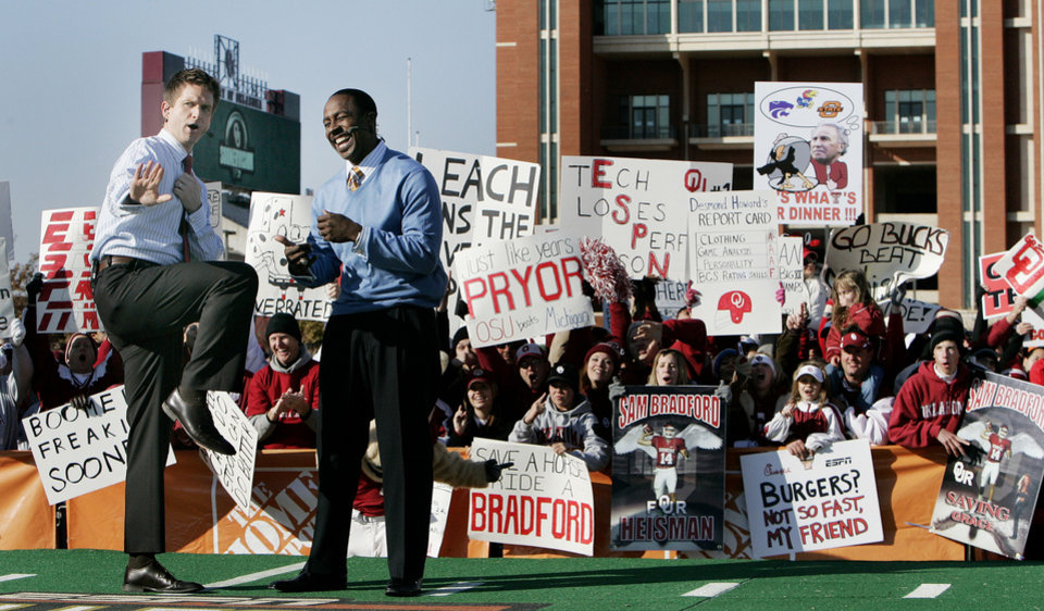 Photo - UNIVERSITY OF OKLAHOMA / COLLEGE FOOTBALL / FANS / SIGNS / ESPN GAME DAY: Todd McShay and Desmond Howard at ESPN GameDay before the OU vs Texas Tech. game Saturday Nov. 22, 2008 in Norman, OK. BY JACONNA AGUIRRE, THE OKLAHOMAN. ORG XMIT: KOD