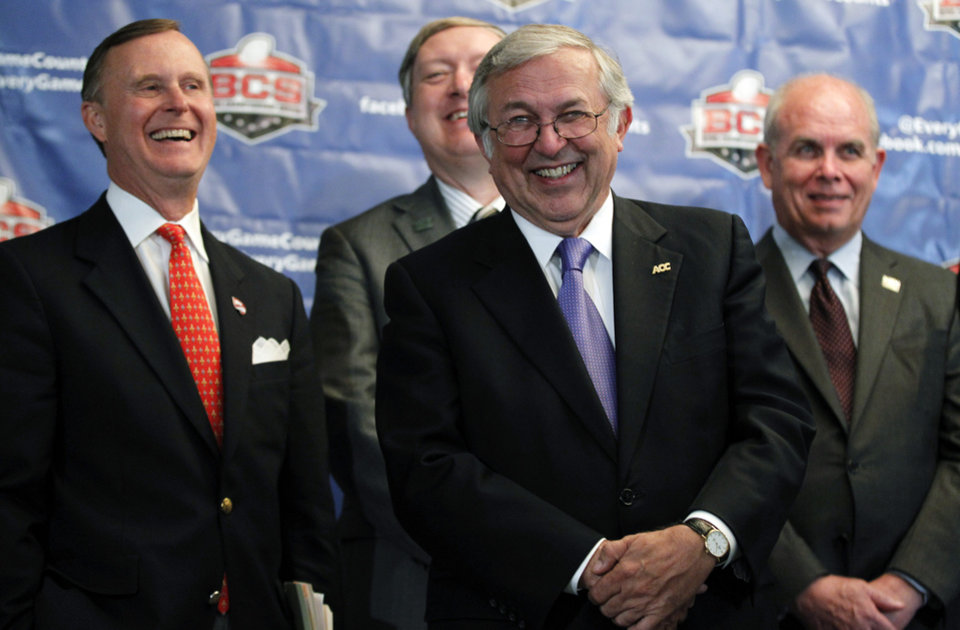 Photo -   Charles Steger, center, president of Virginia Tech, smiles with Gary Ransdell, left, president of Western Kentucky, Duane Nellis, president of Idaho, and Bernie Machen, president of Florida, during a media availability after a BCS presidential oversight committee meeting, Tuesday, June 26, 2012, in Washington. A committee of university presidents on Tuesday approved the BCS commissioners' plan for a four-team playoff to start in the 2014 season. (AP Photo/Alex Brandon)