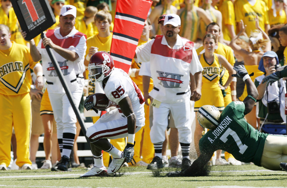 Ryan Broyles carries for a first in the first half during the college football game between Oklahoma (OU) and Baylor University at Floyd Casey Stadium in Waco, Texas, Saturday, October 4, 2008.   BY STEVE SISNEY, THE OKLAHOMAN