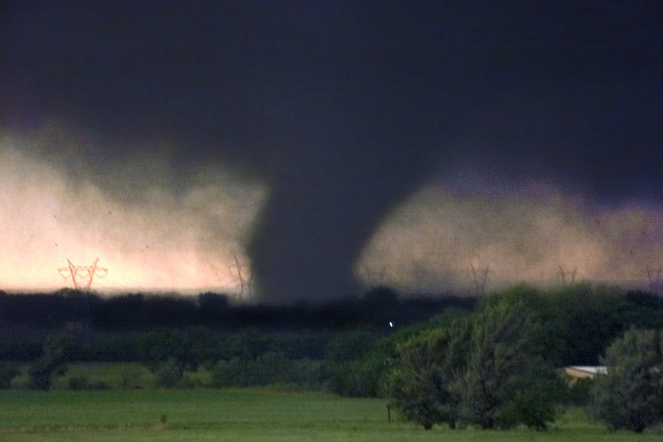 TORNADO, TORNADOES: HIGH RES May 3, 1999. F5 Twister that tore through Moore and the metro.  Staff photo by Paul Hellstern.
