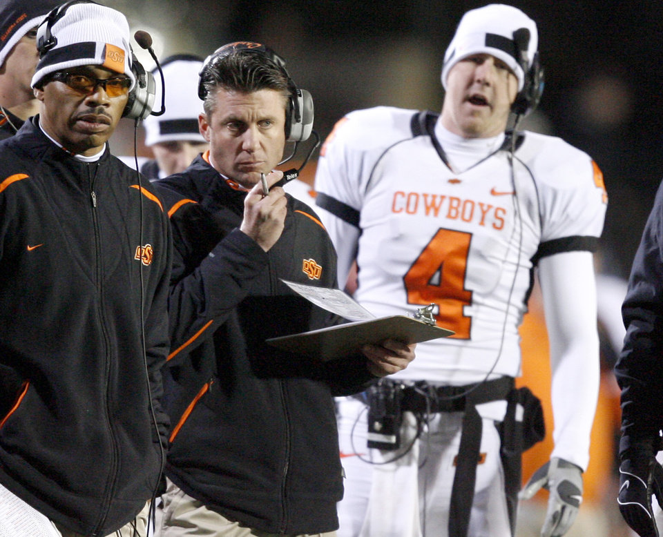 Photo - OSU coach Mike Gundy watches during the college football game between Oklahoma State University and the University of Colorado at Folsom Field in Boulder, Colo., Saturday, Nov. 15, 2008. BY BRYAN TERRY, THE OKLAHOMAN