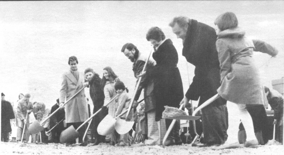 Photo - File photo dated Jan. 24, 1978.  Evangelist Oral Roberts, second from right,  founder of the City of Faith in Tulsa, and his family pitch in on the groundbreaking for his medical center complex in south Tulsa. Ran in the Oklahoma City Times 1-25-78. Oklahoman File Photo