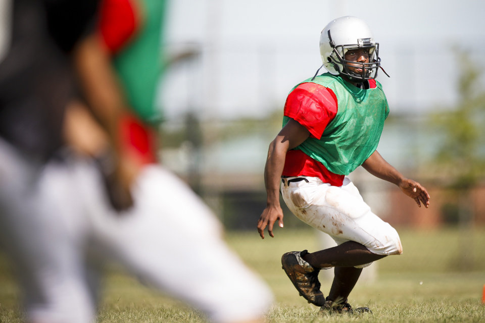 Photo - HIGH SCHOOL FOOTBALL: Generals safety Derrick Young (16) reads the quarterback during a scrimmage at U.S. Grant High School on Saturday, Aug. 13, 2011. Photo by Zach Gray, The Oklahoman ORG XMIT: KOD