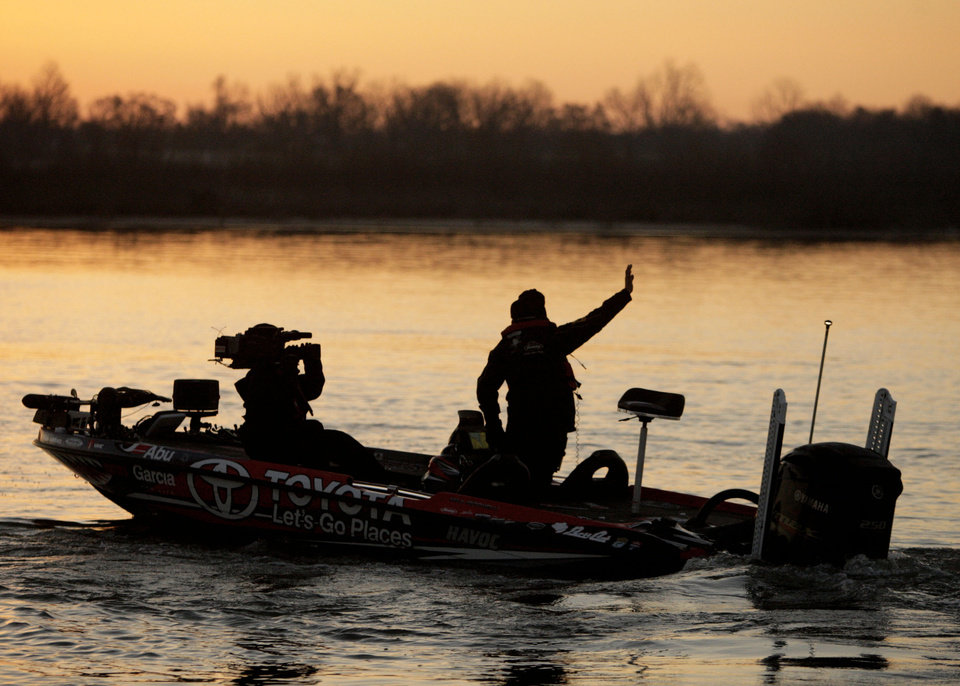 Photo - Michael Iaconelli waves to fans during launch on day 3 of the Bassmaster Classic  Feb. 24, 2013. MIKE SIMONS/Tulsa World