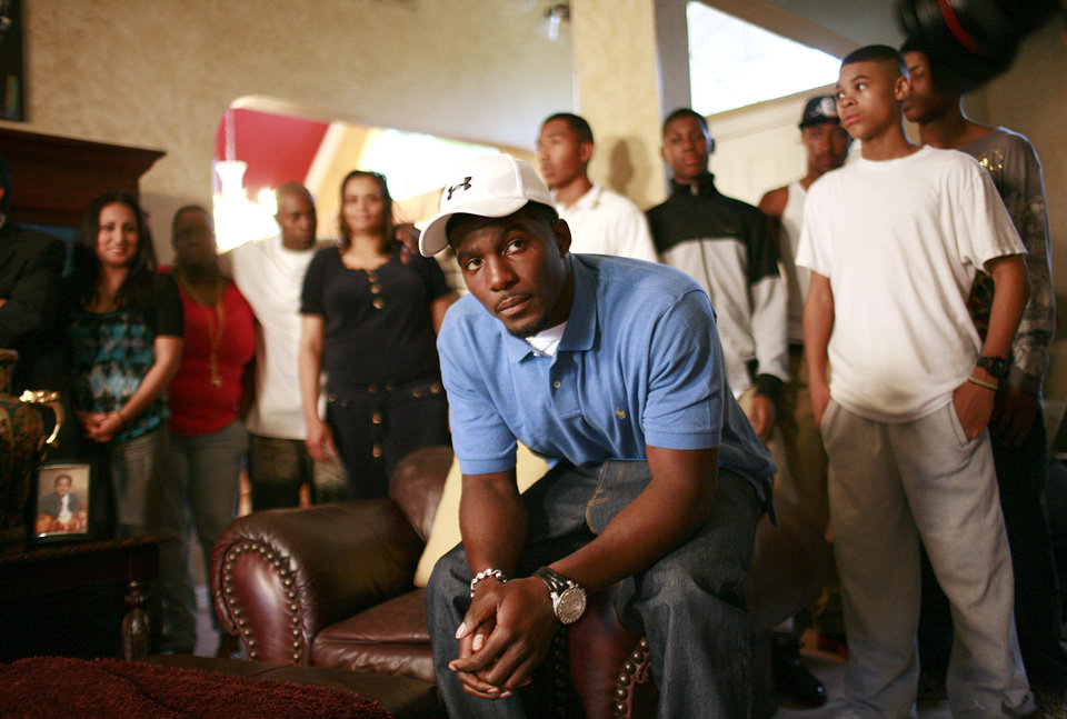 Photo - NFL FOOTBALL / FORMER OSU / OKLAHOMA STATE UNIVERSITY / COLLEGE FOOTBALL PLAYER / NUMBER TWENTY-FOUR / 24 /  DRAFT PICK: Oklahoma State wide receiver Dez Bryant watches the start of the NFL Draft with friends and family on Thursday, April 22, 2010, in DeSoto, Texas. (AP Photo/Tom Pennington) ORG XMIT: TXTP102