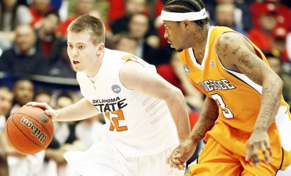 Photo - OSU's Keiton Page (left) is guarded by Tennessee's Bobby Maze in a first round NCAA Tournament game at University of Dayton Arena in Dayton, Ohio, Friday, March 20, 2009. STEPHEN HOLMAN/Tulsa World