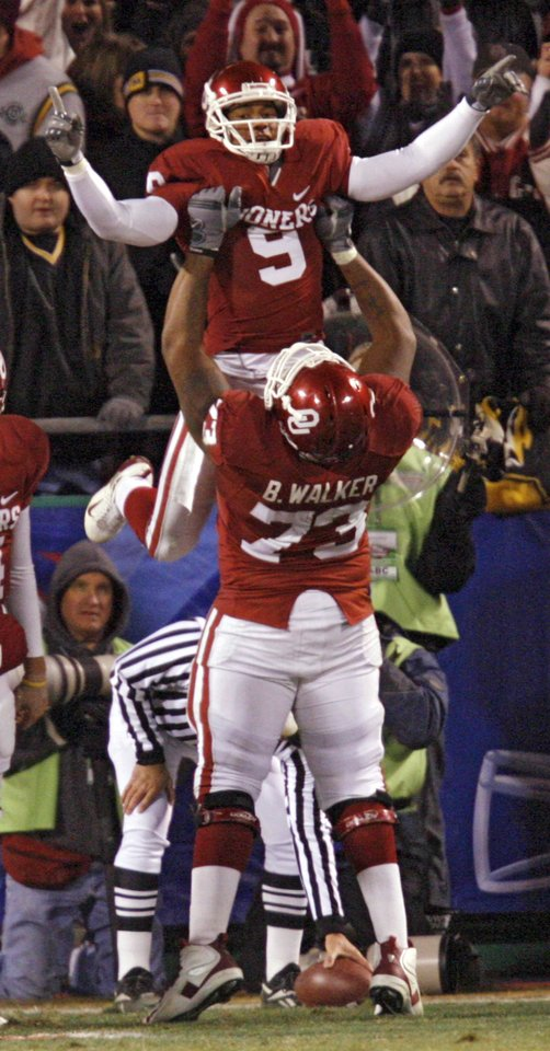 Photo - Oklahoma's Brandon Walker (73) lifts Juaquin Iglesias (9) as they celebrate after Iglesias' touchdown during the first half of the Big 12 Championship college football game between the University of Oklahoma Sooners (OU) and the University of Missouri Tigers (MU) on Saturday, Dec. 6, 2008, at Arrowhead Stadium in Kansas City, Mo. 