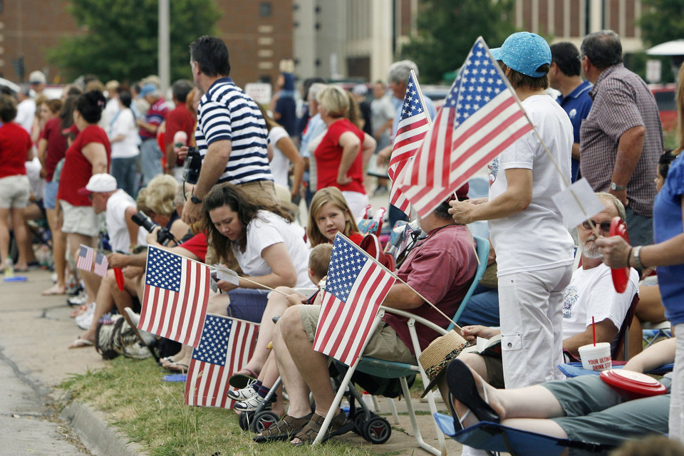 Parade goers enjoy the LibertyFest Parade in downtown Edmond, OK, Saturday, July 4, 2009. By Paul Hellstern, The Oklahoman