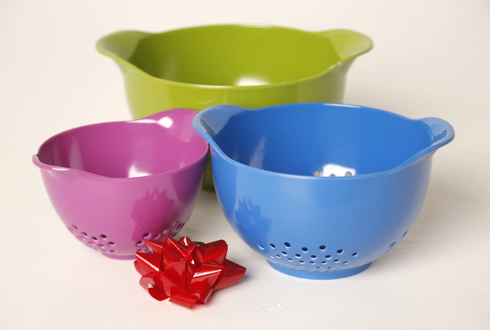 Colanders in multiple colors and sizes make a great gift for the home-cook on your gift list. <strong>DOUG HOKE - THE OKLAHOMAN</strong>