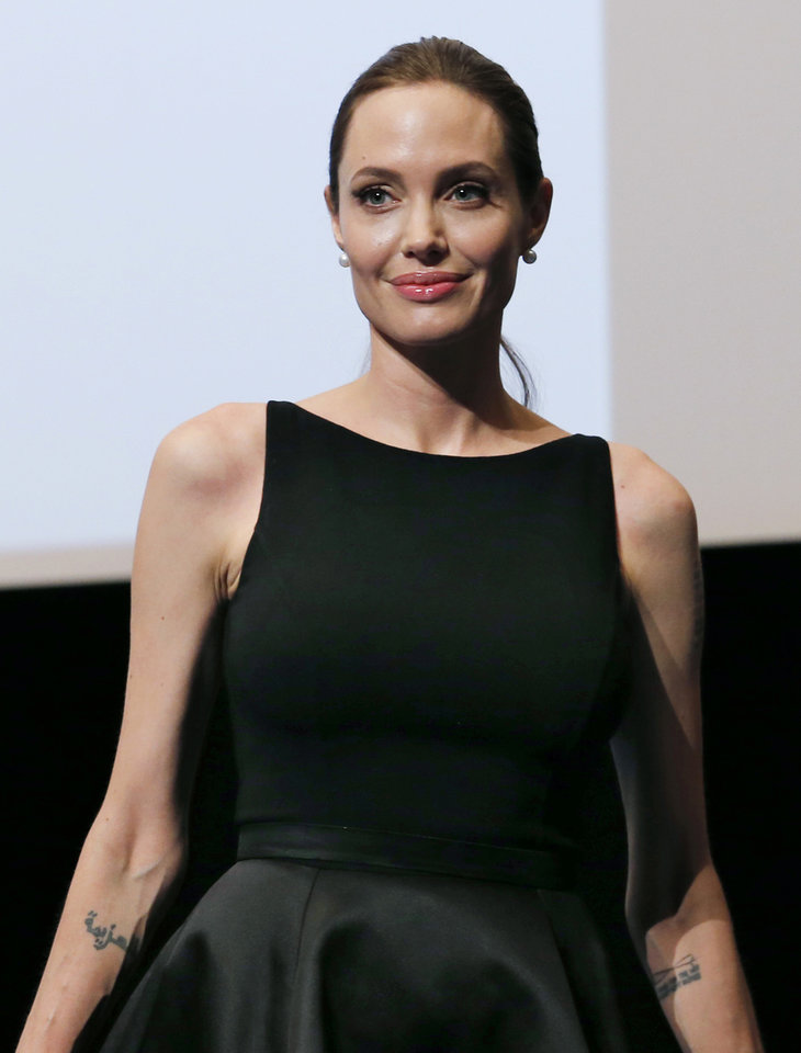 Photo - Angelina Jolie poses for photographers before screening the film