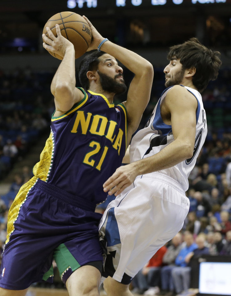 New Orleans Hornets' Greivis Vasquez of Venezuela, left, eyes the basket instead of Minnesota Timberwolves defender Ricky Rubio of Spain in the first quarter of an NBA basketball game Saturday, Feb. 2, 2013 in Minneapolis. (AP Photo/Jim Mone)