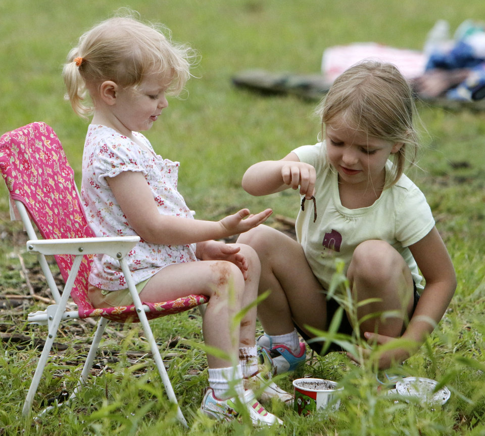 Photo -  Ivey Smith, 3, left, and her sister Ella, 5, play with the fishing worms during the kids fishing derby. PHOTO BY PAUL HELLSTERN, THE OKLAHOMAN   PAUL HELLSTERN -