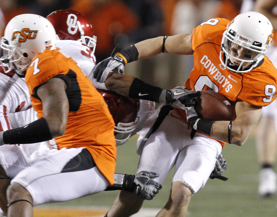 Photo - Oklahoma State's Bo Bowling (9) runs with the ball past the Oklahoma defense during the Bedlam college football game between the University of Oklahoma Sooners (OU) and the Oklahoma State University Cowboys (OSU) at Boone Pickens Stadium in Stillwater, Okla., Saturday, Nov. 27, 2010. Photo by Chris Landsberger, The Oklahoman