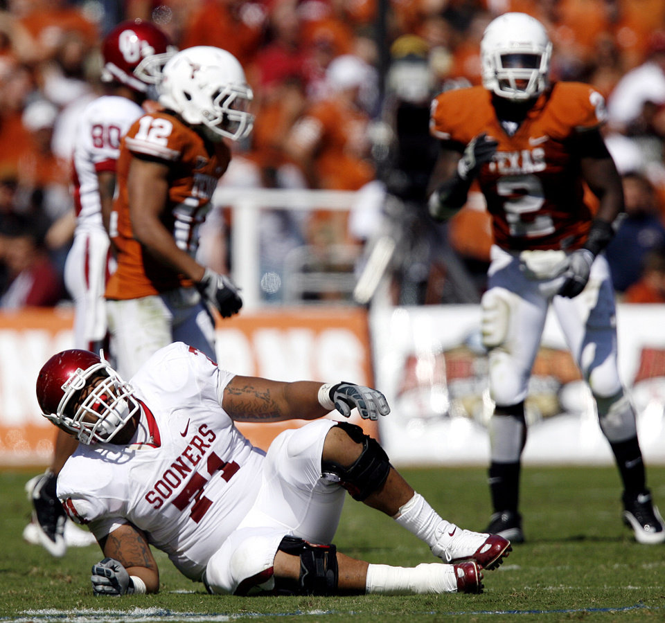 Photo - Oklahoma's Trent Williams (71) reacts after being injured on a play during the Red River Rivalry college football game between the University of Oklahoma Sooners (OU) and the University of Texas Longhorns (UT) at the Cotton Bowl in Dallas, Texas, Saturday, Oct. 17, 2009. Photo by Chris Landsberger, The Oklahoman