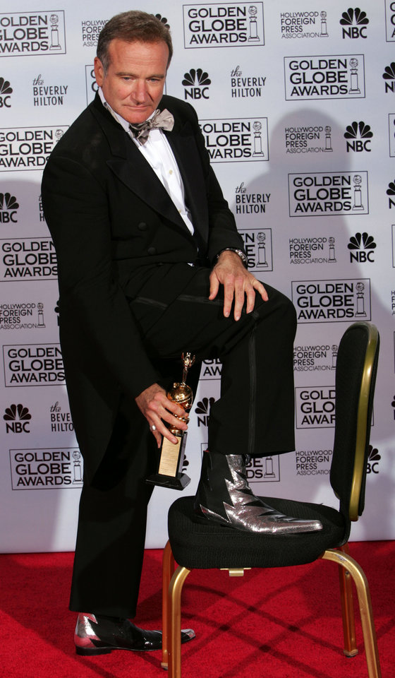 Photo - Robin Williams poses with the Cecil B. DeMille Award for outstanding contributions to the world of entertainment during the 62nd Annual Golden Globe Awards on Sunday, Jan. 16, 2005, in Beverly Hills, Calif.  (AP Photo/Reed Saxon)