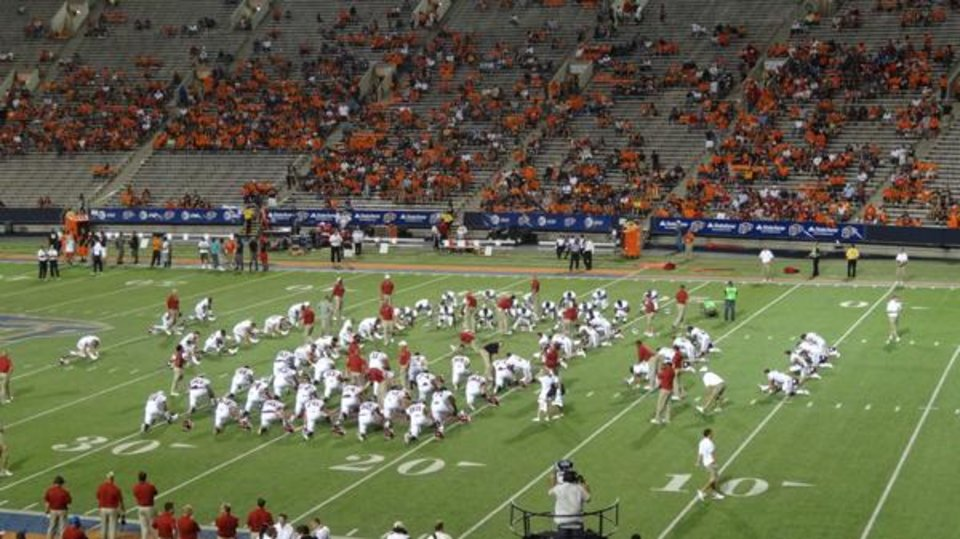 Photo -  The Sooners pre-game warmup