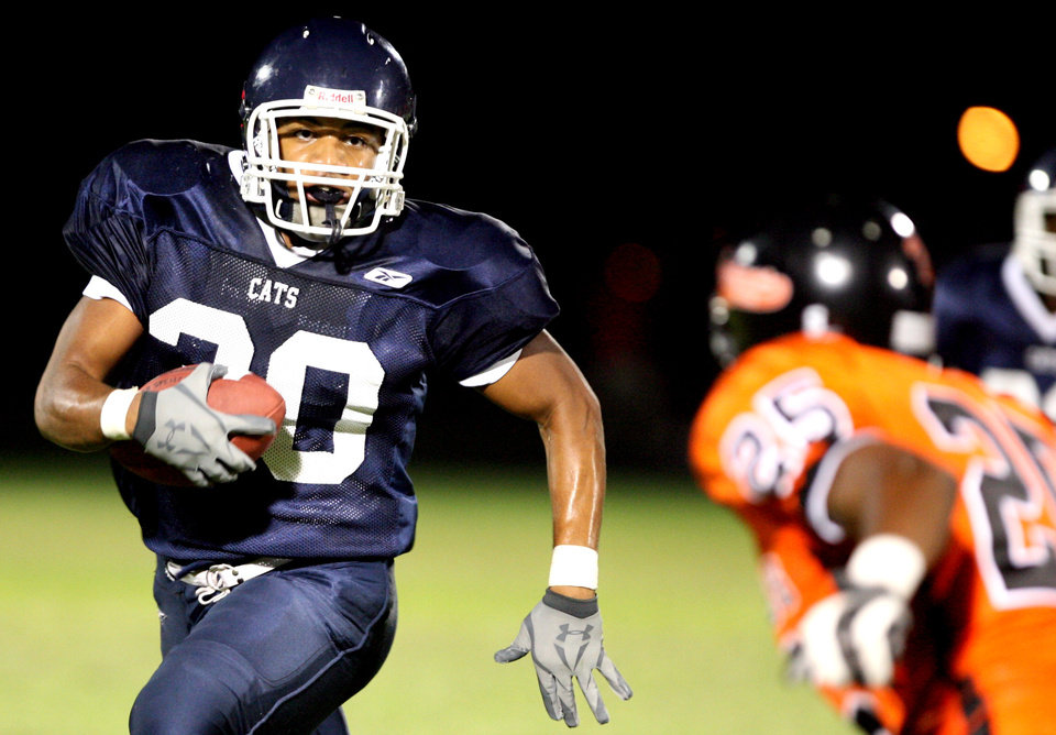 Photo - HIGH SCHOOL FOOTBALL / ALL-CITY PREVIEW: Star Spencer running back Darwin Rideau runs up field during a scrimmage against Douglass, Friday, August 29, 2008, at Moses F. Miller Stadium in Oklahoma City.  SARAH PHIPPS, THE OKLAHOMAN  ORG XMIT: KOD Formerly known as Darwin Rideau