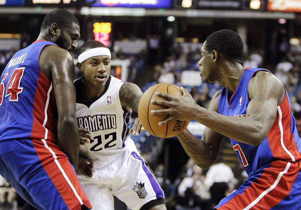 Photo -   Sacramento Kings guard Isaiah Thomas (22) fights through a pick set by Detroit Pistons forward Jason Maxiell, left, as he guards Pistons guard Brandon Knight during the first half of an NBA basketball game in Sacramento, Calif., Wednesday, Nov. 7, 2012. (AP Photo/Rich Pedroncelli)