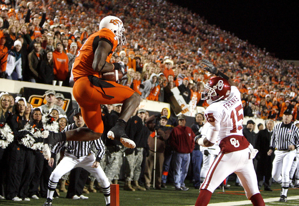 Photo - Oklahoma State's Dez Bryant (1) catches a touchdown pass over Oklahoma's Dominique Franks (15) during the second half of the college football game between the University of Oklahoma Sooners (OU) and Oklahoma State University Cowboys (OSU) at Boone Pickens Stadium on Saturday, Nov. 29, 2008, in Stillwater, Okla. STAFF PHOTO BY SARAH PHIPPS