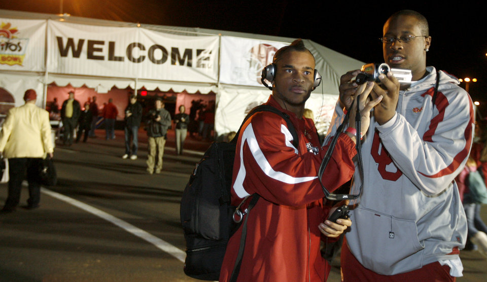 Photo - University of Oklahoma college football players D.J. Wolfe, left, and Gerald McCoy shoot a video after OU's arrival in Phoenix, Ariz., Wednesday, Dec. 26, 2007.  OU will play West Virginia University in the Fiesta Bowl on Jan. 2, 2008. BY BRYAN TERRY, THE OKLAHOMAN ORG XMIT: KOD