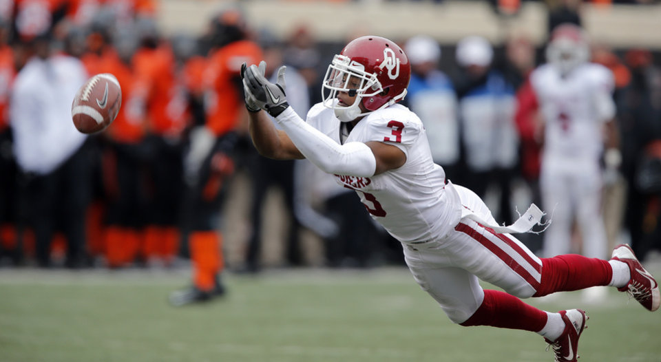 Photo - Oklahoma's Sterling Shepard (3) misses a catch during the Bedlam college football game between the Oklahoma State University Cowboys (OSU) and the University of Oklahoma Sooners (OU) at Boone Pickens Stadium in Stillwater, Okla., Saturday, Dec. 7, 2013. Photo by Chris Landsberger, The Oklahoman