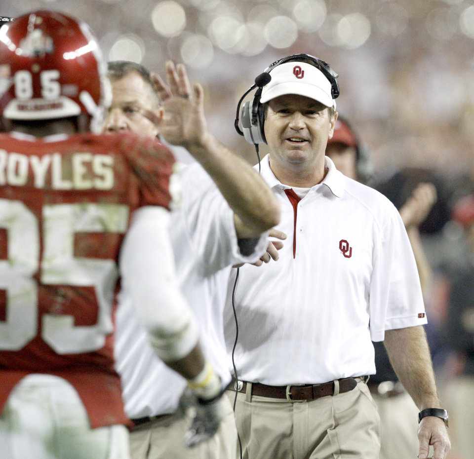 Photo - OU coach Bob Stoops reacts during the Fiesta Bowl college football game between the University of Oklahoma Sooners and the University of Connecticut Huskies in Glendale, Ariz., at the University of Phoenix Stadium on Saturday, Jan. 1, 2011.  Photo by Bryan Terry, The Oklahoman